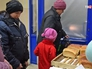Выдача продовольствия жителям Донецкой области