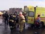 """Спасатели эвакуируют пострадавшего при пожаре ТЦ """"Адмирал"""" в Казани"""