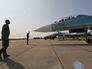Техники обслуживают истребители-перехватчики Су-27С и Су-27УБ авиации Балтийского флота на военном аэродроме