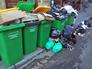 Переполненные мусорные баки в Париже