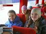 Школьники в экскурсионном автобусе