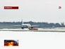 Пассажирский самолет в аэропорту Челябинска