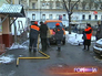 """Работники """"Мосгаза"""" проводят замену поврежденной трубы"""