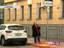 Жещина-водитель в зоне платной парковки