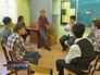 Школьный психолог проводит тренинг