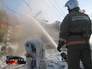 Пожарные тушат возгорание цистерны грузового поезда