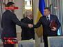 Виктор Янукович подписал соглашение с лидерами оппозиции