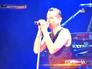 Солист группы Depeche Mode Дэйв Гахан на сцене