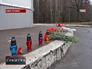 Цветы на месте нападения на инспекторов ДПС Украины