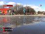 Люди гуляют в парке Горького