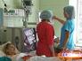 Врачи обходят пациентов в больнице