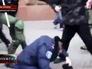"""Радикалы из """"Правого сектора"""" избивают милиционера"""