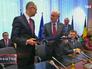 Премьер-министр Украины Арсений Яценюк и председатель европейского совета Херман Ван Ромпей подписали политический блок соглашения об ассоциации