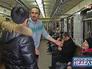 Пассажиры метро участвуют в театральной постановке