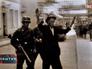 Кадры военной хроники - немецкие солдаты ведут мужчину