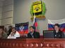 Сторонники референдума о статусе региона во время заседания в здании Донецкой областной администрации