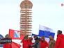 Столб с указателями городов России и флаги делегаций