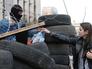Участники протестных акций на баррикадах у здания Донецкой областной администрации