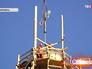Поднятие креста на купол храма