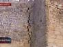 Трещина в стене Дербентской крепости в Дагестане