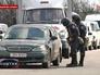 Украинская милиция проводит досмотр машин