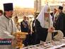 Патриарх Московский и всея Руси Кирилл освещает пасхальные куличи