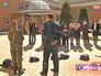 Служебная овчарка показывает шоу для детей из детдома в Одинцове