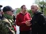Самопровозглашенный мэр Славянска Вячеслав Пономарев и член делегации ОБСЕ