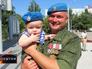 Полковник десантных войск Андрей Суховецкий с сыном