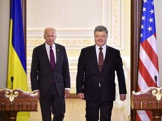 Вице-президент США Джо Байден и президент Украины Пётр Порошенко во время пресс-конференции в Киеве