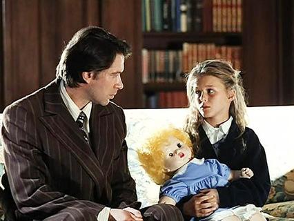 Главный герой занимается сексом с дочерью