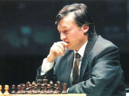 Анатолий Карпов. Ход конём