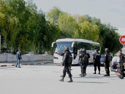 Полиция на месте теракта в Тунисе