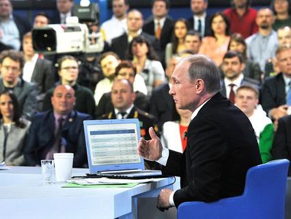 """Владимир Путин во время """"Прямой линии"""" в Гостином дворе"""
