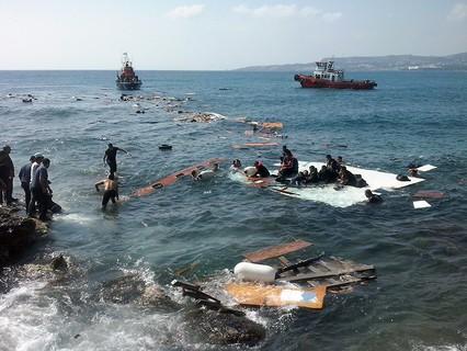 Крушение судна с мигрантами