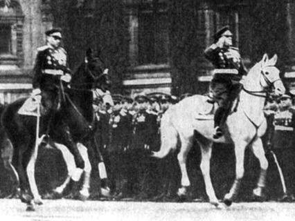 Жуков и Рокоссовский. Служили два товарища