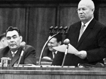 Леонид Брежнев и Никита Хрущёв на Пленуме ЦК КПСС
