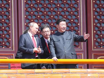 Владимир Путин и Си Цзиньпин в Пекине на параде в честь 70-й годовщины окончания Второй мировой войны