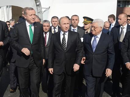 Реджеп Эрдоган, Владимир Путин и Махмуд Аббас во время открытия Московской соборной мечети