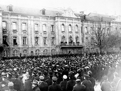 Петербург в дни революции 1905 года. Митинг у здания университета