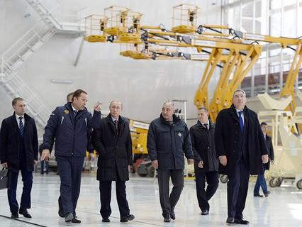 """Владимир Путин во время осмотра строительных работ на космодроме """"Восточный"""""""
