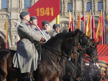 Торжественный марш, посвящённый 74-й годовщине Парада на Красной Площади 7 ноября 1941 года