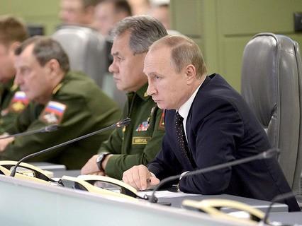 Владимир Путин на совещании в Национальном центре управления обороной страны