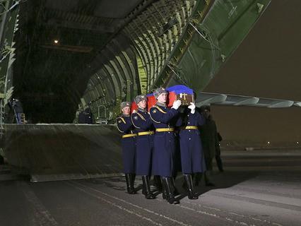 В Россию доставили тело Героя России подполковника Олега Пешкова