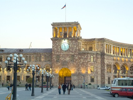Здание правительства в Ереване