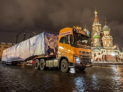 Главную новогоднюю ёлку страны привезли в Кремль