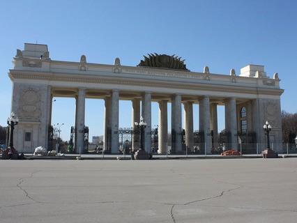Центральные ворота Парка культуры и отдыха имени Горького после реставрации