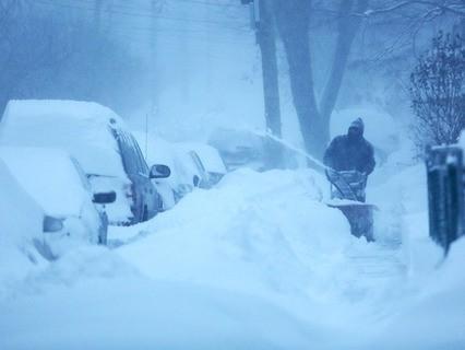 Последствия снежной бури на Восточном побережье США