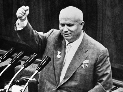 Никита Хрущёв выступает на Съезде писателей. 1959 год