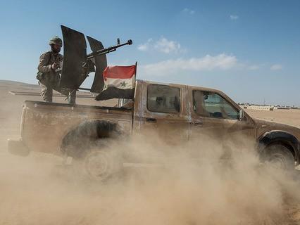 Автомобиль бойцов cирийской армии во время боя против отрядов террористов